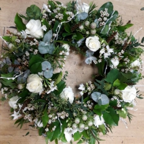 Woodland white wreath